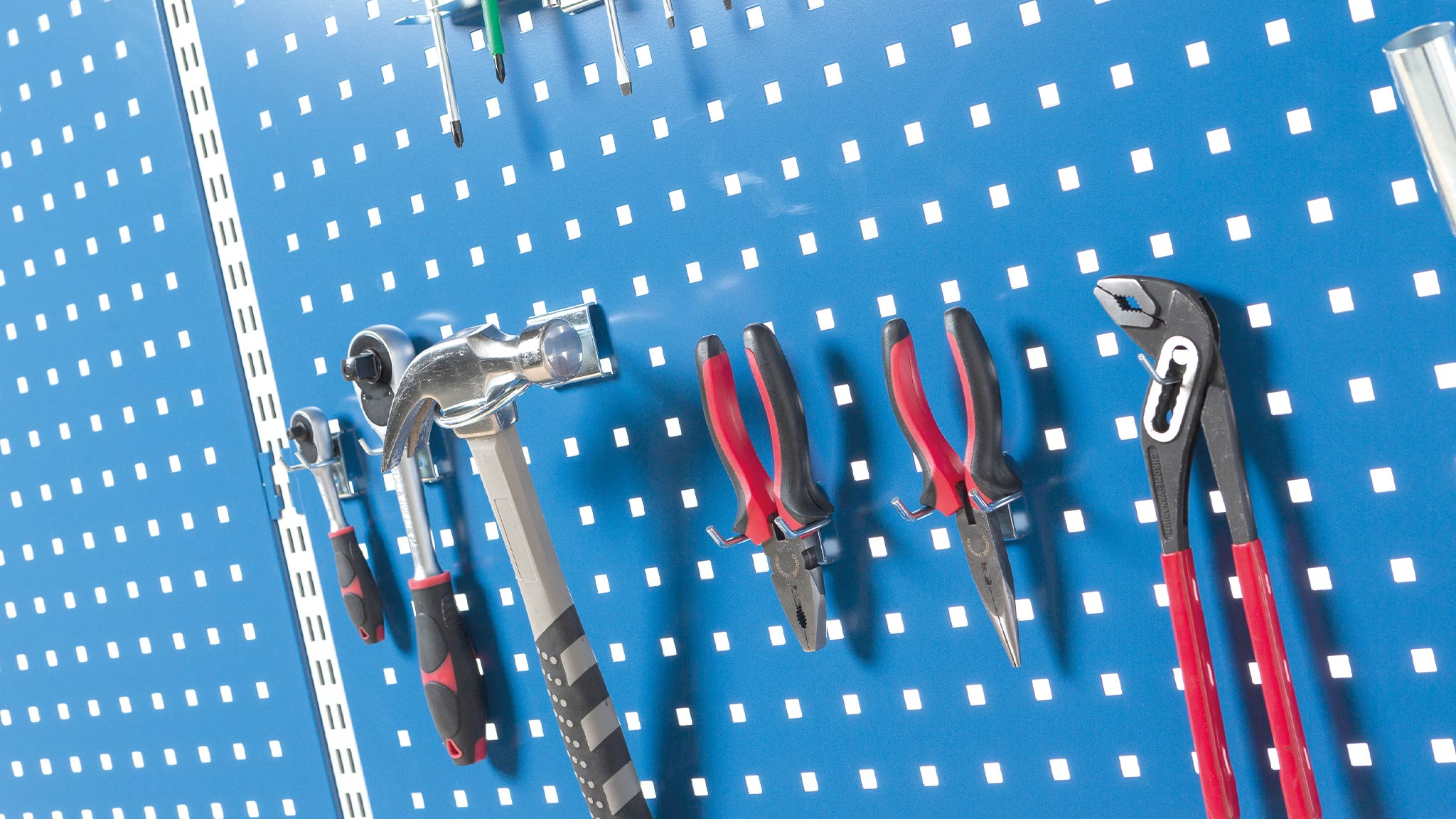 Reikälevyt ja työkalukoukut